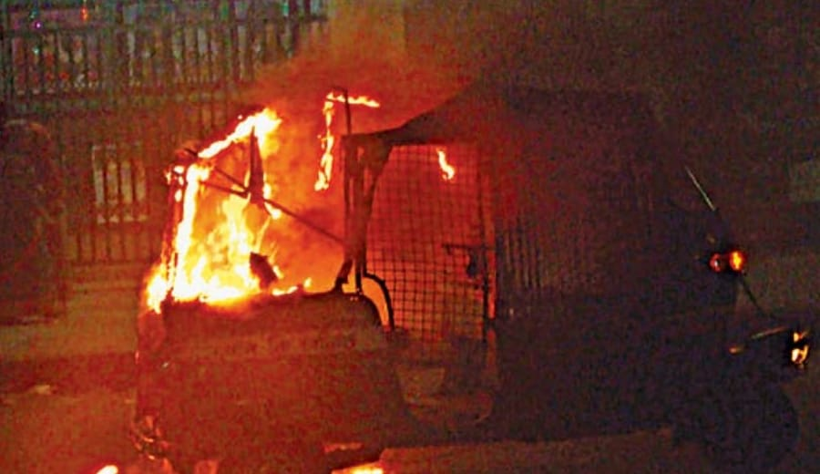 Father burns daughters to death in autorickshaw