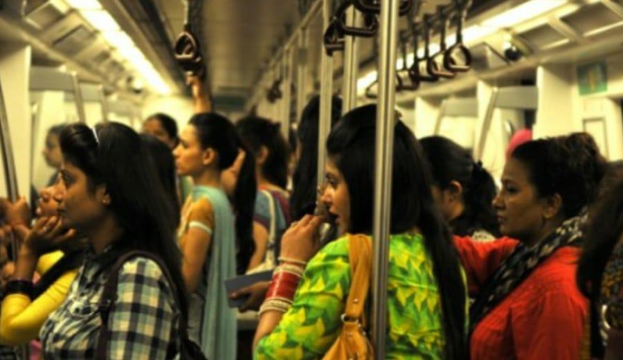 Beware! Women pickpockets in Delhi Metro