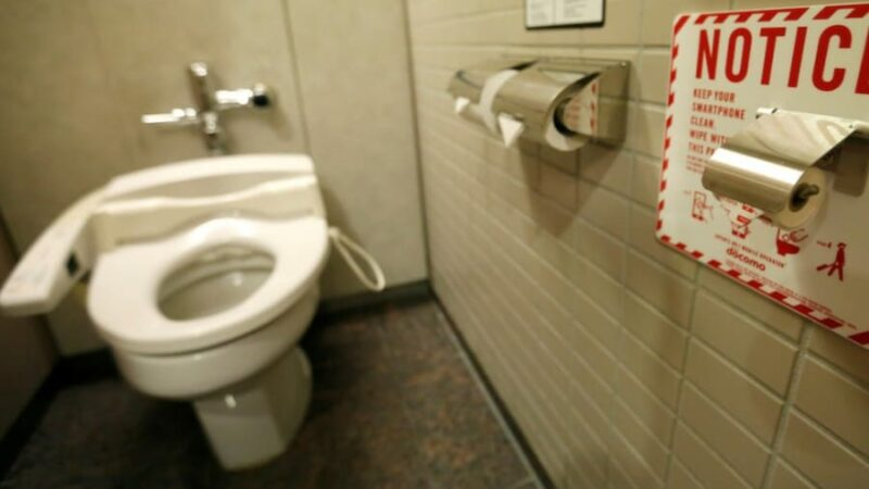 5 Tips to use a Public Toilet!
