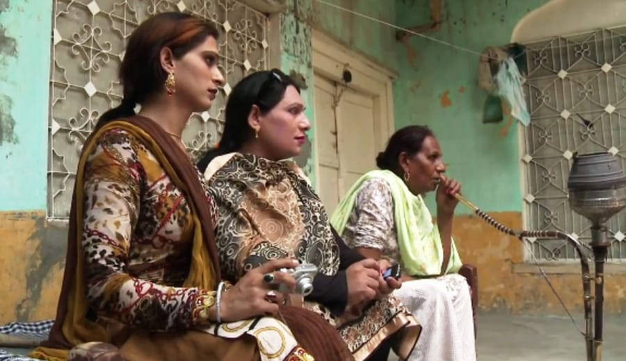 Noshi's Journey as a Transwoman—A Story From Pakistan