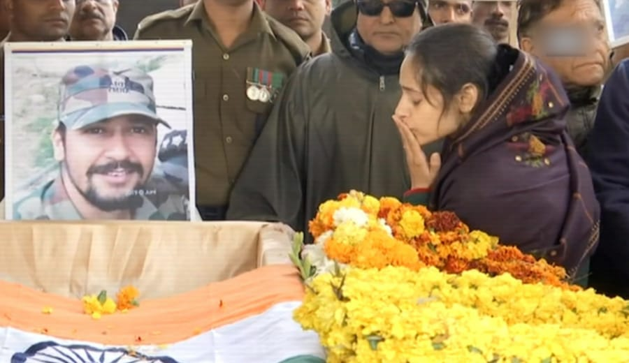 HEARTBREAKING: Holding Back Tears, Major Vibhuti's Wife Salutes Her Husband & Says 'I Love You' One Last Time