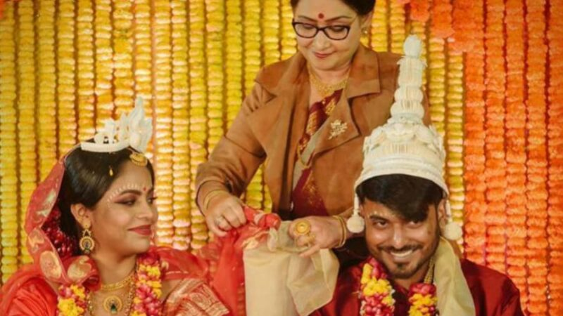 VIRAL: Woman priests at a Bengali wedding, father refuses to do Kanyadaan. Internet goes Crazy!