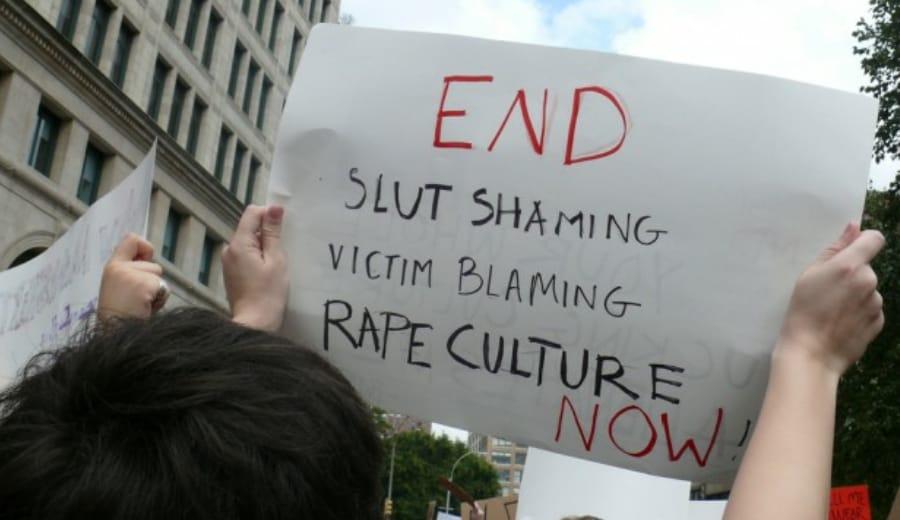 "Delhi 'Auntyji' Finally Apologises After Asking Men To Rape Woman Wearing A ""Short Dress"""