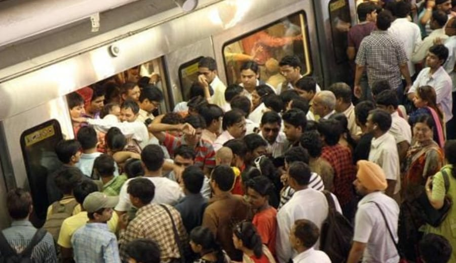 """""""90% pickpockets at Delhi Metro are women, be careful at these 8 stations"""", says CISF"""
